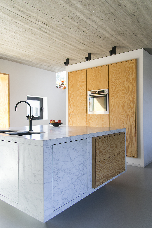 Carrara marmer keuken carrara wit en grijs itali moza ek - Keuken wit marmer ...